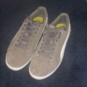 Olive Green Lowtop Puma size 4y 6 women's